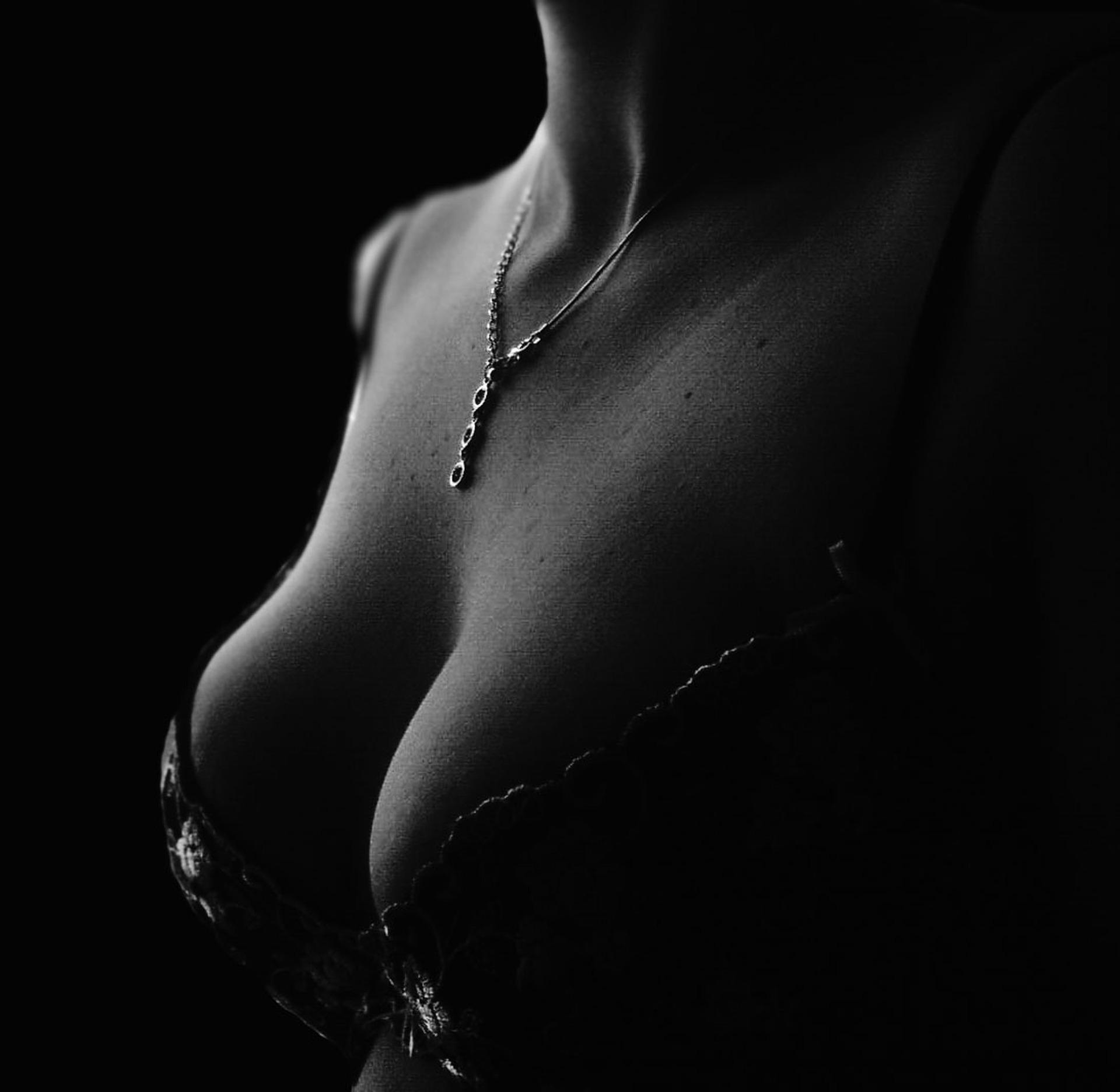 implanty piersiowe – sposób na zgrabną figurę